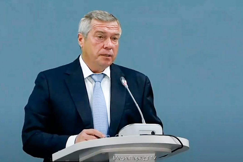 Василий Голубев: «На оснащение школ Дона защитными и дезинфицирующими средствами направлено 403 млн рублей»