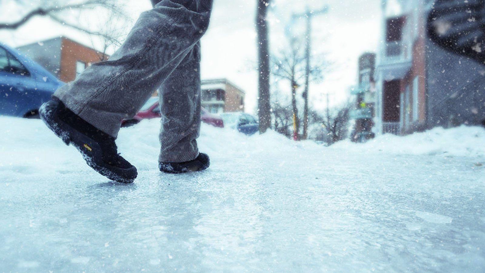 В Ростове назвали улицы, которые будут перекрывать из-за гололеда и ливня