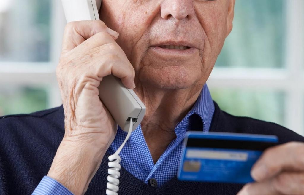 Обманутые телефонными мошенниками россияне переводят им средства самостоятельно