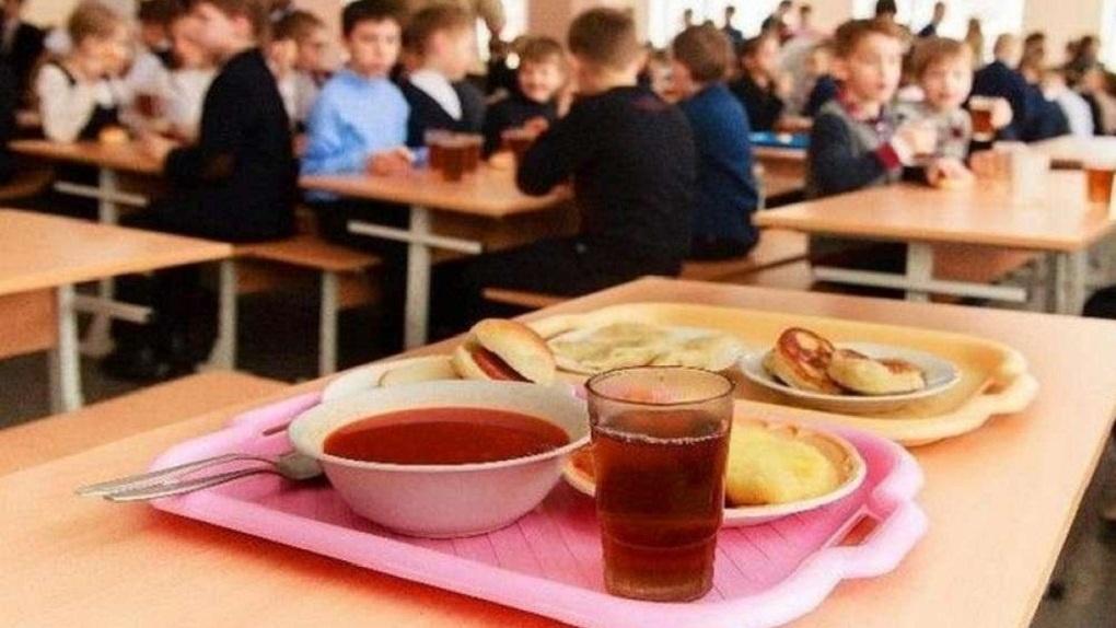 На Дону ежедневно получают бесплатное горячее питание почти 200 тысяч учеников