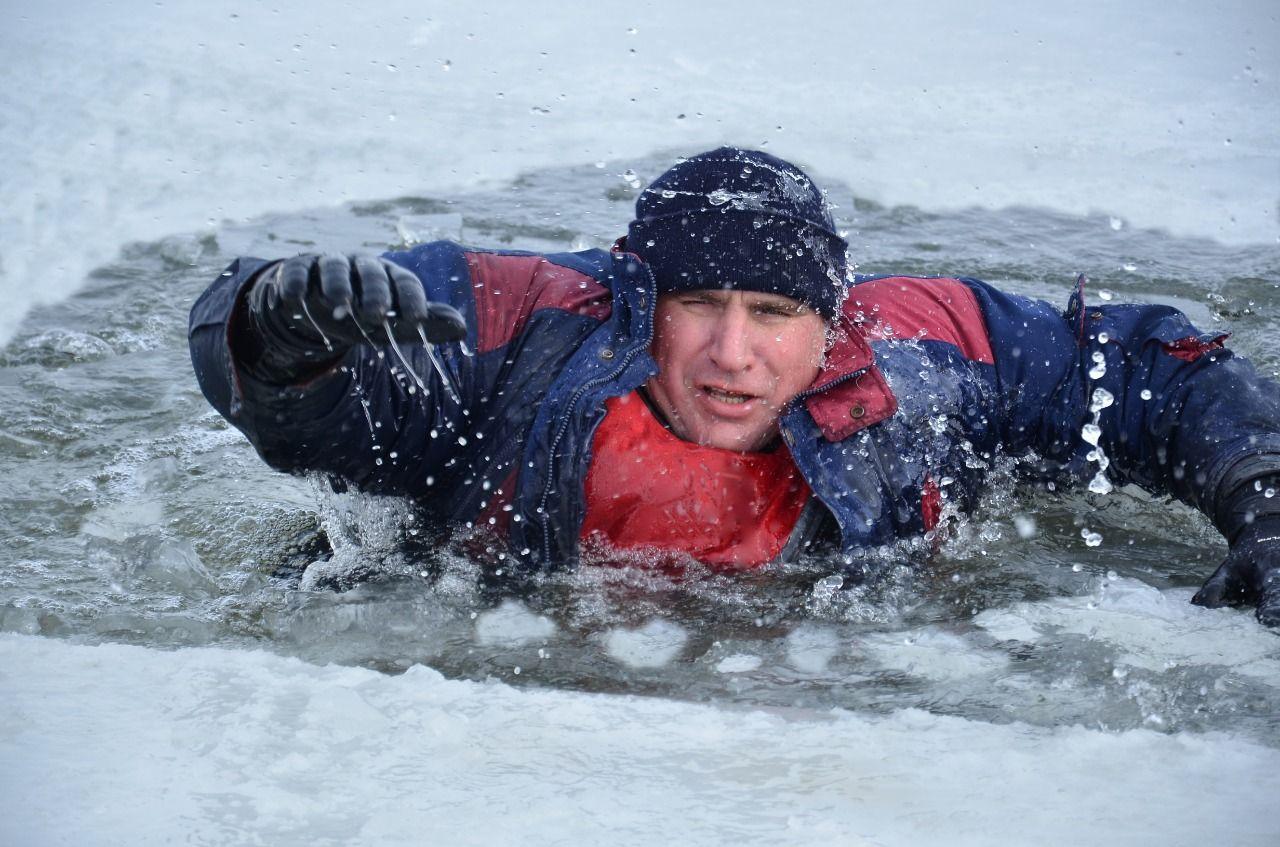 За много лет спасатели Дона спасли больше 180 рыбаков, провалившихся под лед
