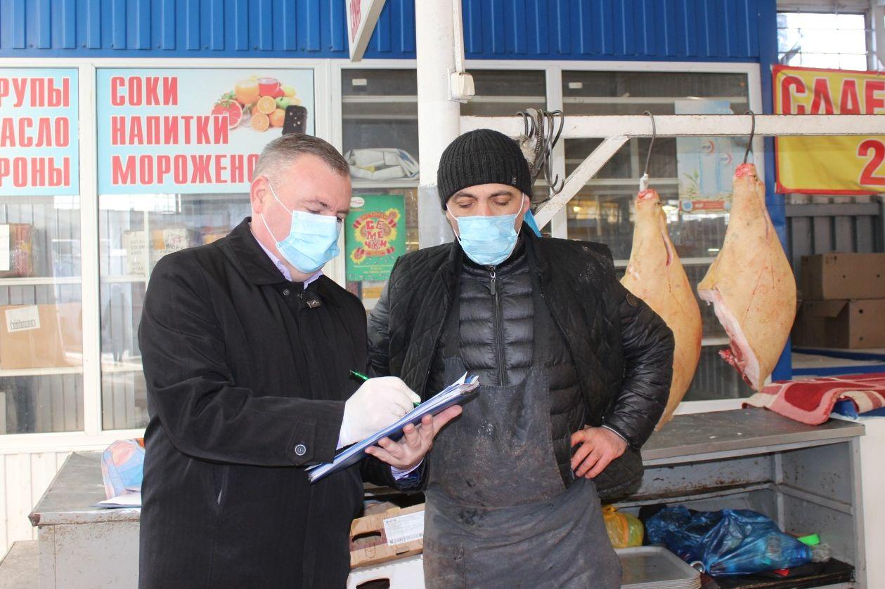 Разъяснительную работу проводят на рынках Ростовской области с нарушителями масочного режима