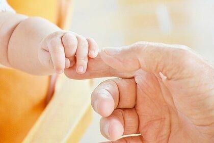 В Госдуме предложили давать дополнительный отпуск отцам новорожденных