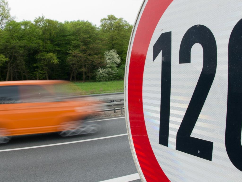В России тестируют новые дорожные знаки
