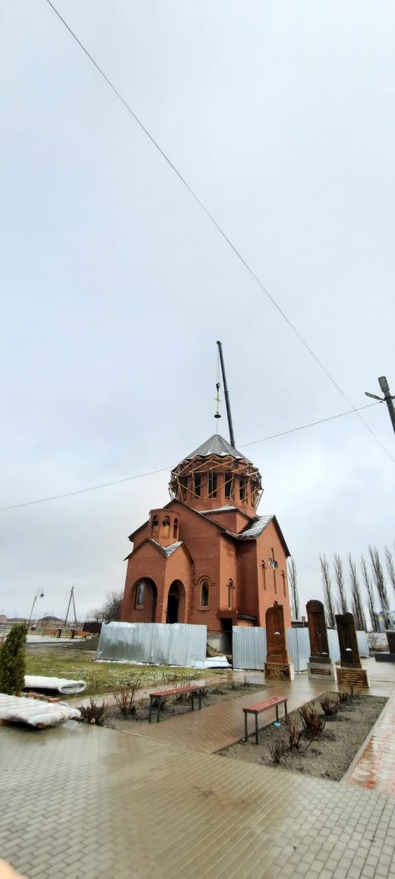 Храм в х. Шаумяновском – с куполами!